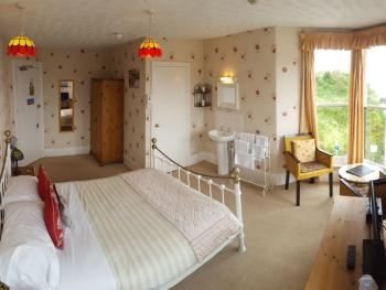 The Harbour Lights - Large Double en-suite room with sea view. 3rd Floor