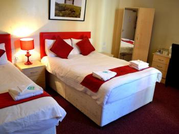 Hotel Express - Family Triple Room