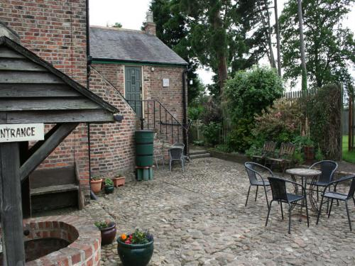 The cobbled rear courtyard