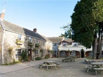 The Crooked Inn - Courtyard
