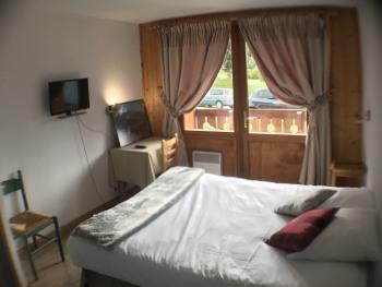 Chambre double avec grand lit