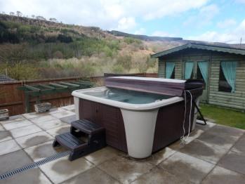Spa pool, bottom rear terrance