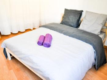 Chambre lit double, salle de douche commune 2