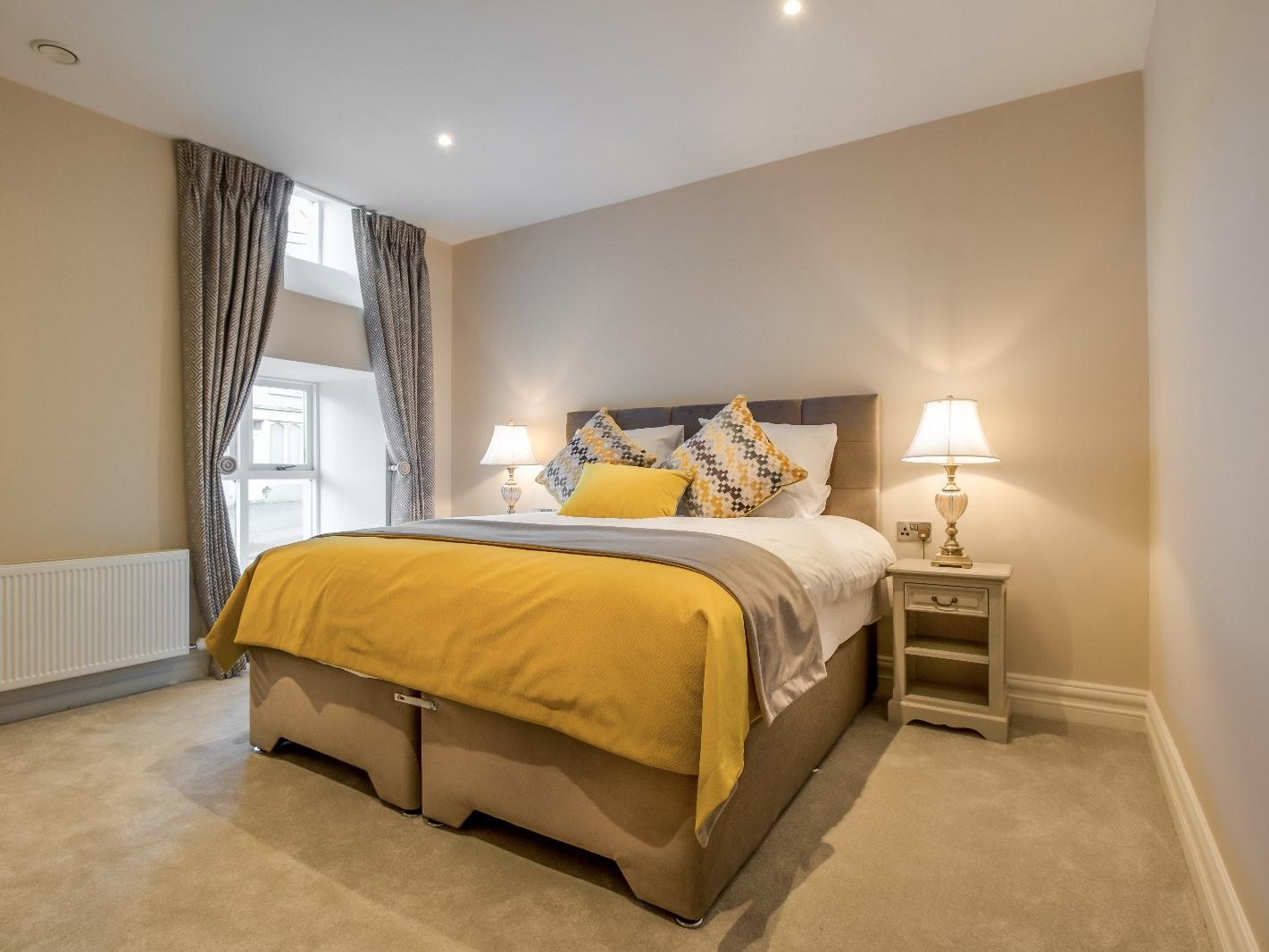 Twin room-Classic-Ensuite-Street View - Base Rate