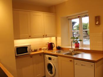 Fully equipped kitchen with washing machine, dishwasher and microwave