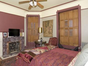 Rosenwald Suite- w/Queen Bed, PRIVATE BATH w/WALK IN TUB&SHOWER- 2ND FLOOR