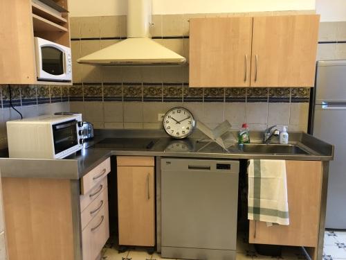 Cuisine équipée avec lave-vaisselle