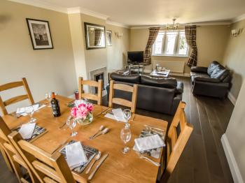 3 bedroom cottage Llving and dining area