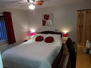 Double room-Ensuite with Shower-Room 4 - Double room-Ensuite with Shower-Room 4