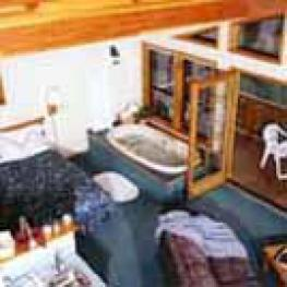 Suite-Jacuzzi-Luxury-Countryside view-Larkspur Suite