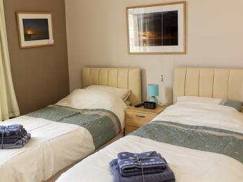 Paradise Found Twin or Double en suite bathroom. Features a full en suite bathroom with bath