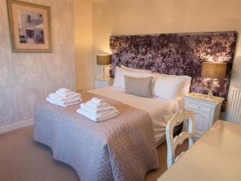 The Black a Moor Inn - Bedroom 2