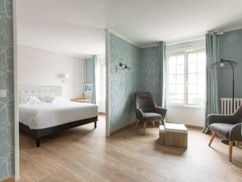 Luxury-Suite--Bathroom-Terrace-Ecréhoux