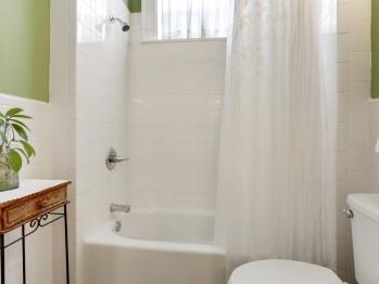 Marge's Salon bathroom