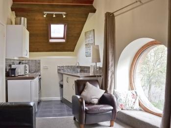 Studio-Private Bathroom-The Round Window