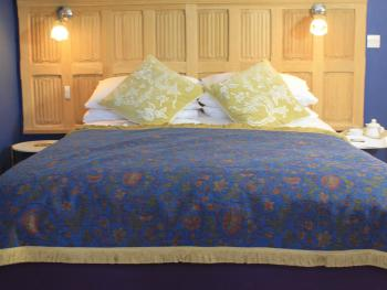 King Size Bed in 'The Oak' - Guest Room