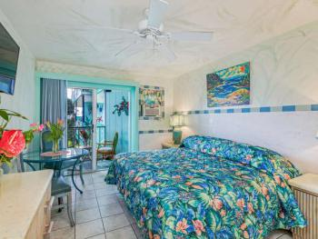 212 Tropical/ Queen or 2 Twins – Lanai; Bay View