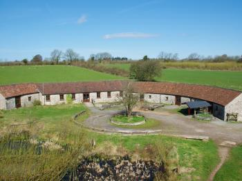 Horseshoe Barns - Complete function space and accommodation