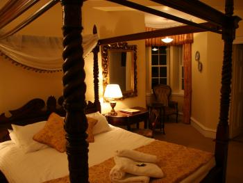 Double-Ensuite-Four Poster Room
