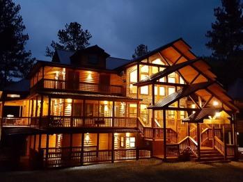 Hilltop Anand-Ville 8BR Cabin