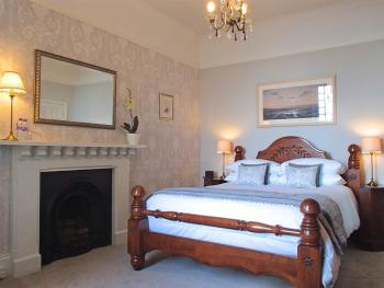 Countisbury 5ft king-size bed & double ended bath, stunning sea view
