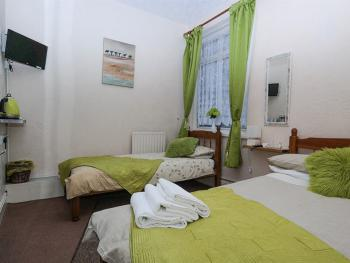 Family room-Standard-Ensuite-Sleeps 3