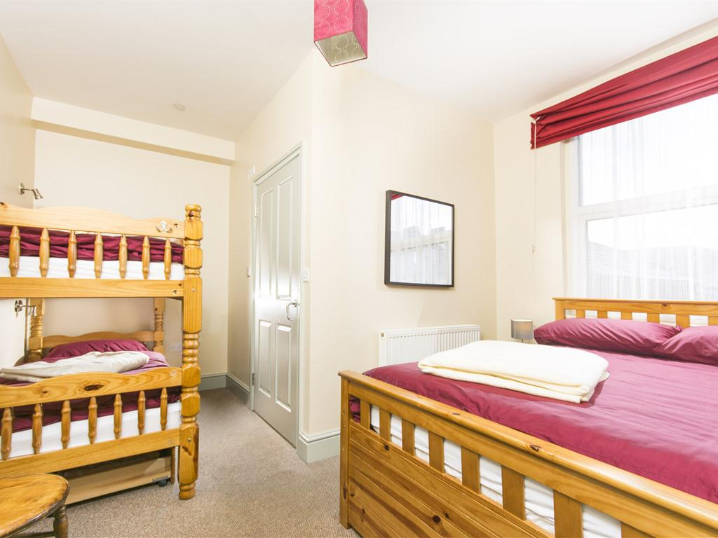 Family room-Ensuite-Private Room Sleeps Max 4 - Base Rate
