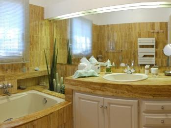 Salle de bain de la Suite familiale Levant/Port-Cros