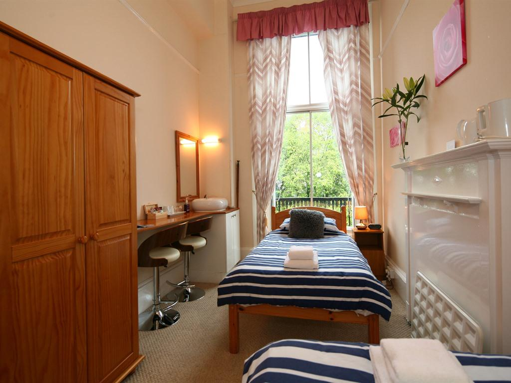 Twin room-Shared Bathroom-Room 2