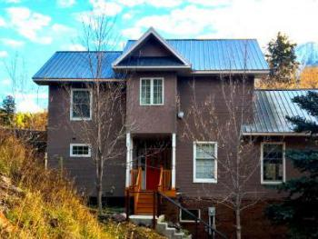 King-Ensuite-Family-Mountain View- House on Hill - Base Rate
