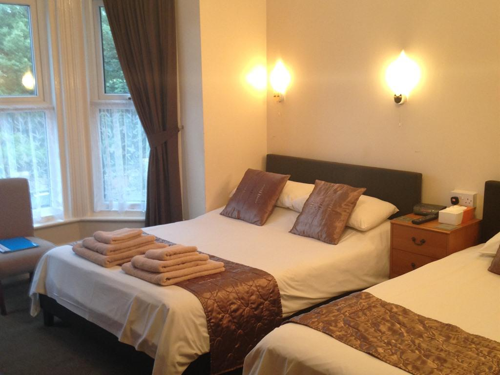 Double or Twin-Standard-Ensuite with Bath-Street View-Room 3 - Base Rate