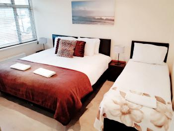 Cogie House - Deluxe Triple/Super King Room