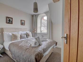 The Old Auction Rooms - Double bedroom with views Whitby Abbey, Saint Mary's Church.