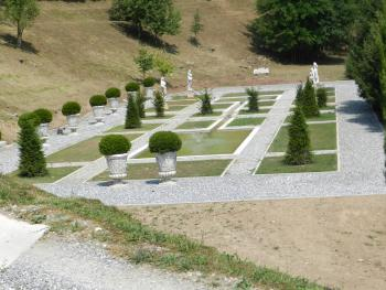 ITALIAN GARDEN IN THE VILLA