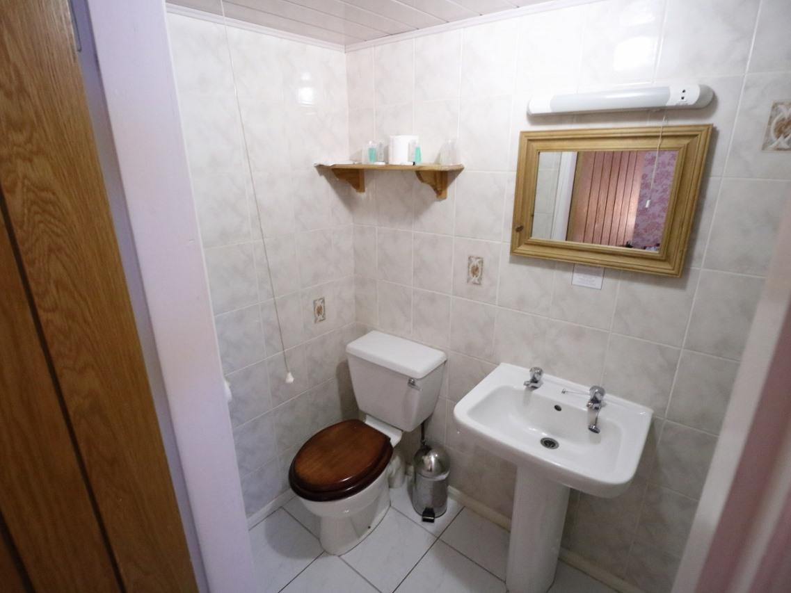 Twin room-Standard-Ensuite with Shower - Base Rate