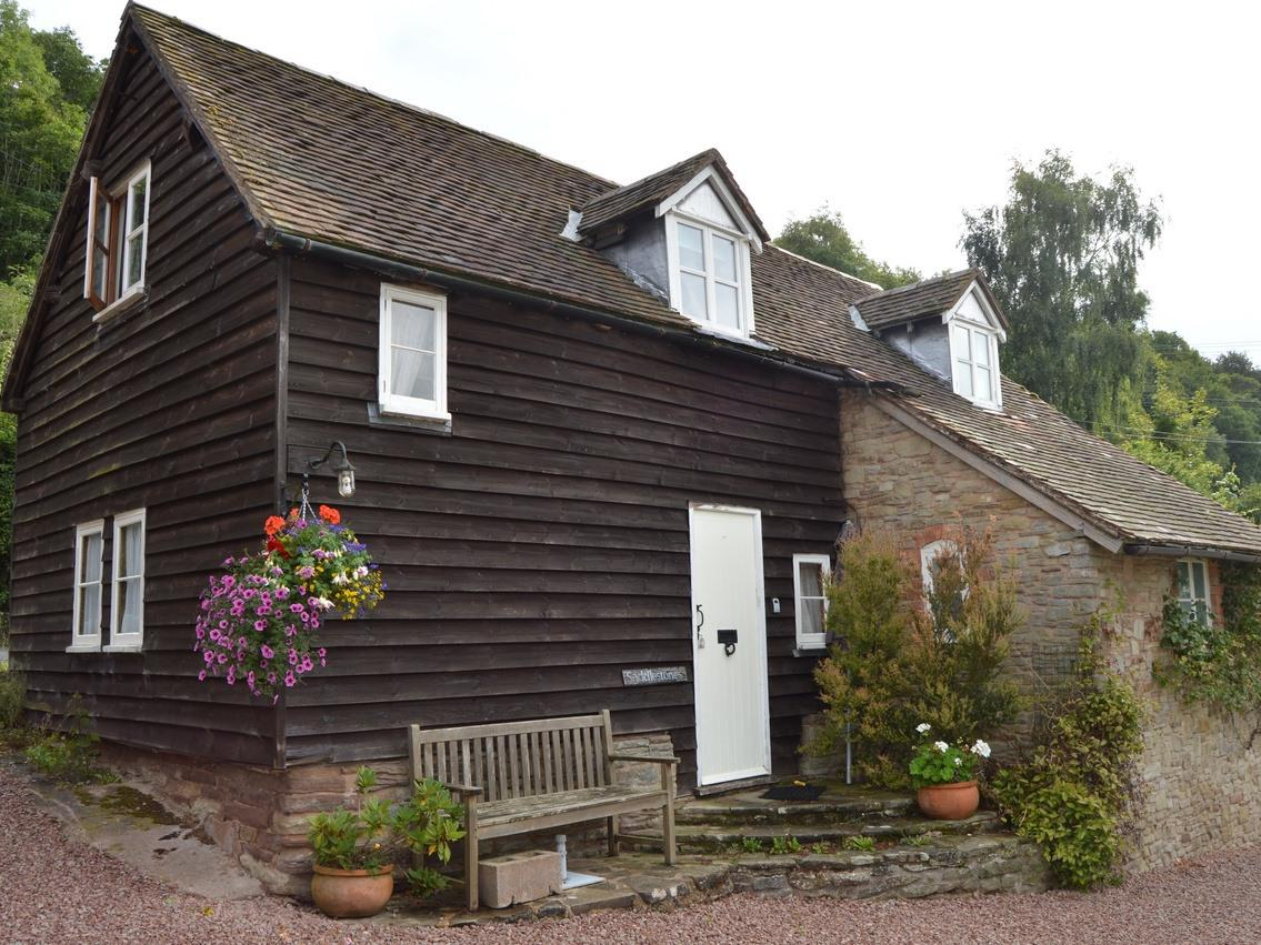 Cottage-Private Bathroom-Saddlestones Cottage
