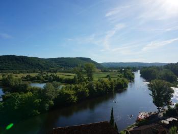 vue des jardins sur la rivière