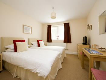 Double or Twin-Standard-Ensuite with Shower-non sea view AFT