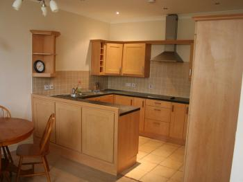 Apartment-Private Bathroom-Full Serviced 2 Bed/3Flrs