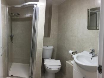Triple room bathroom