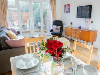 Windsor Lodge - Living room & dining room