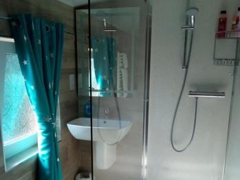 Private Bathroom for non ensuite single room.