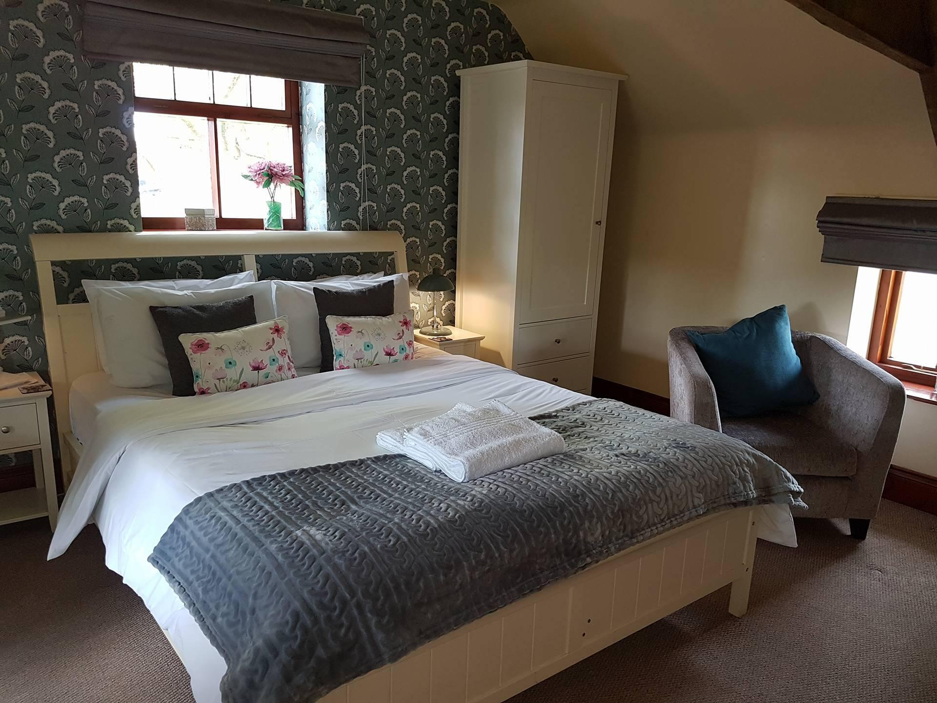 Double Ensuite with Shower & Continental Breakfast