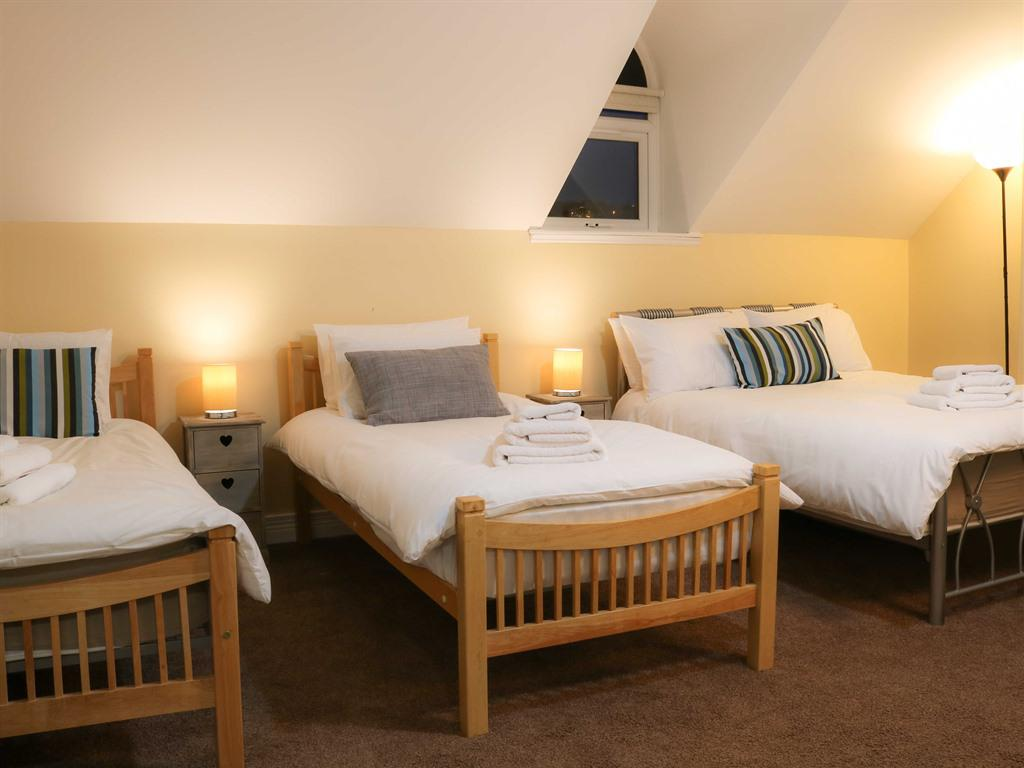 Triple Deluxe Ensuite with shower-Sleeps 3