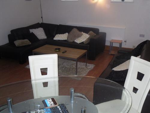Apartment-Ensuite-2 Bedroom- sleeps 8