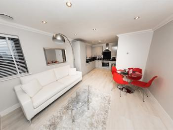 Superior Penthouse in Reading Town Centre- KSA