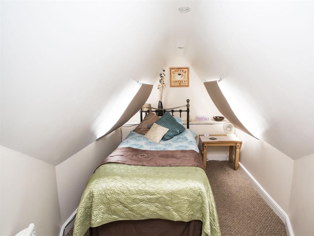 Single room-Ensuite-Room 9