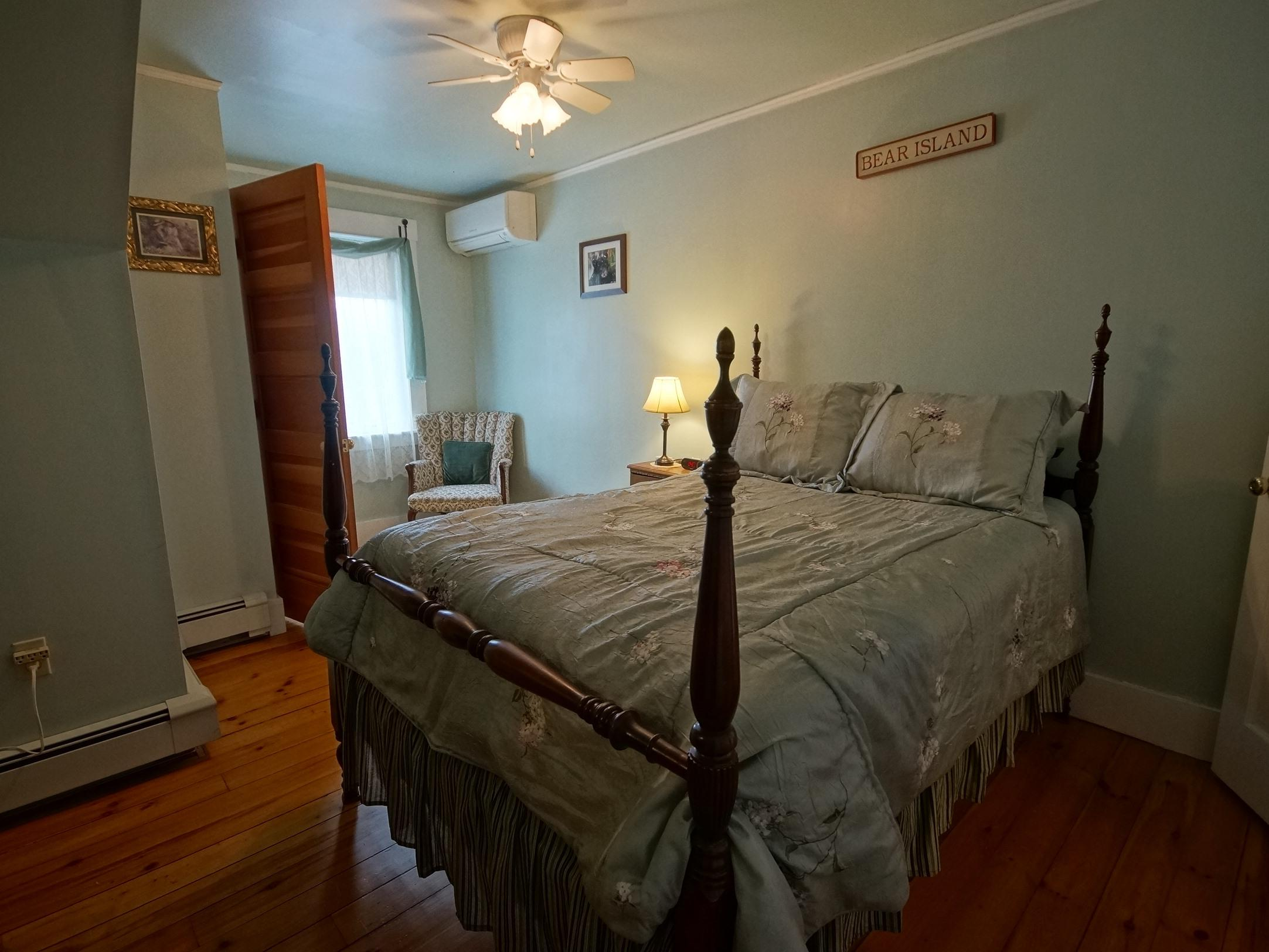 Double room-Ensuite with Shower-Standard-Woodland view-Bear Island Room #1  - Base Rate