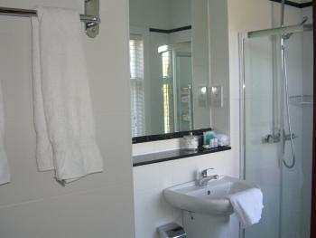 room 1 bathroom en suite
