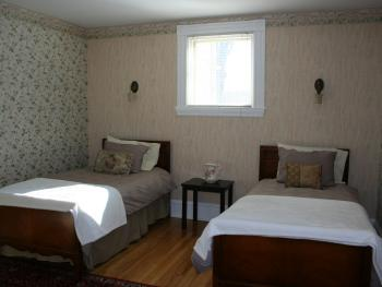 Twin room-Classic-Private Bathroom-Garden View-Willow Room